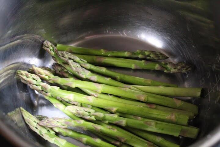 Instant Pot Asparagus (Steamed In Just 2 Minutes)